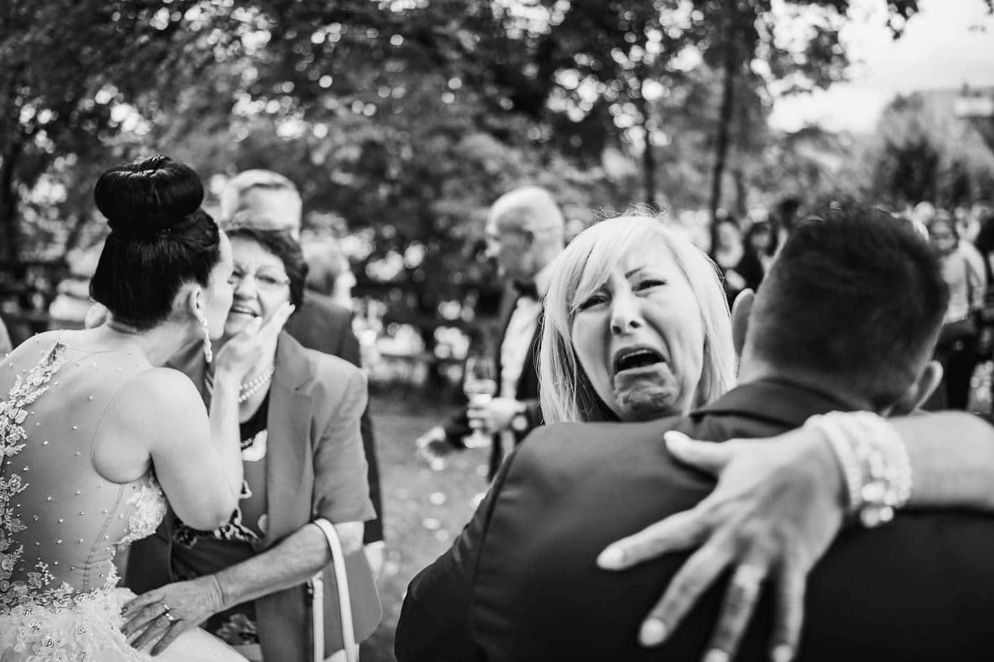 bride mother crying