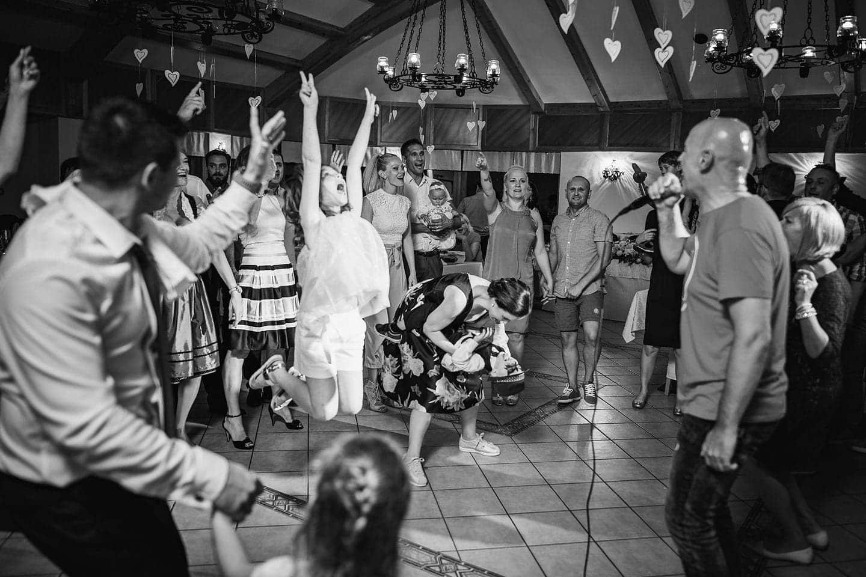 wedding guests dancing moment